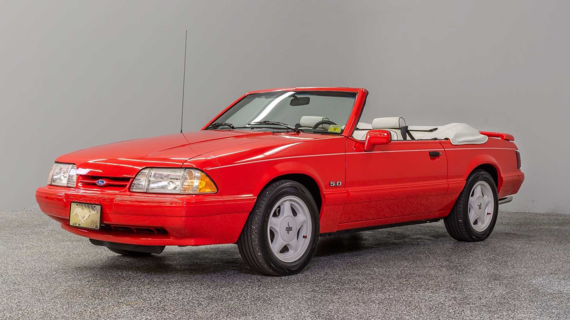 "[""Have Some Summer Fun In This Special Edition 1992 Mustang""]"