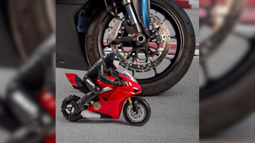 Tiny RC Panigale V4 Wheelies Its Way Into Your Heart