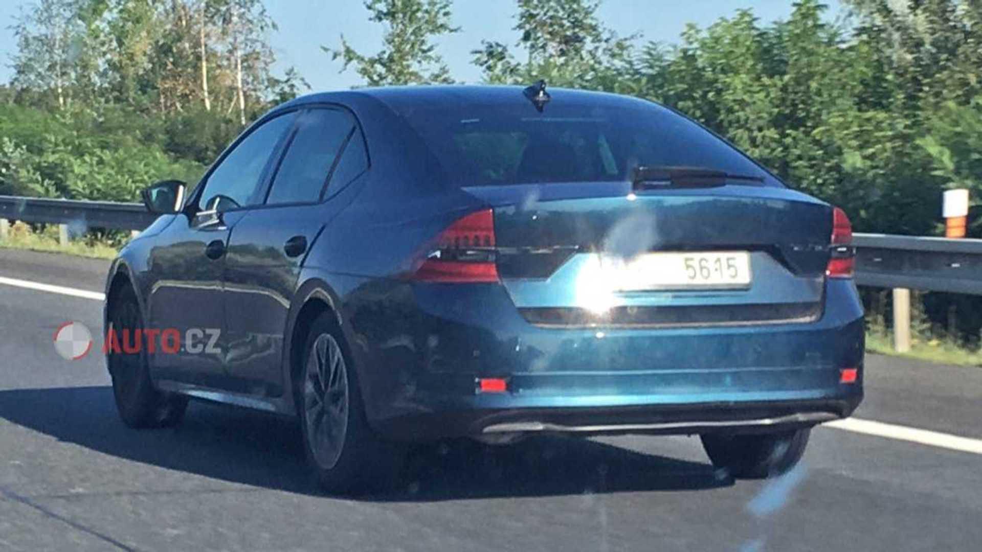 2019 - [Skoda] Octavia IV - Page 4 2020-skoda-octavia-hatchback-spy-photo
