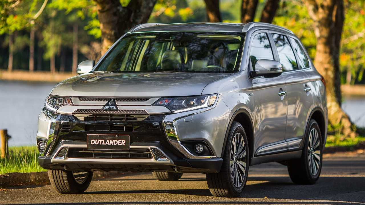 Midsize Three-Row SUV/Crossover: Mitsubishi Outlander