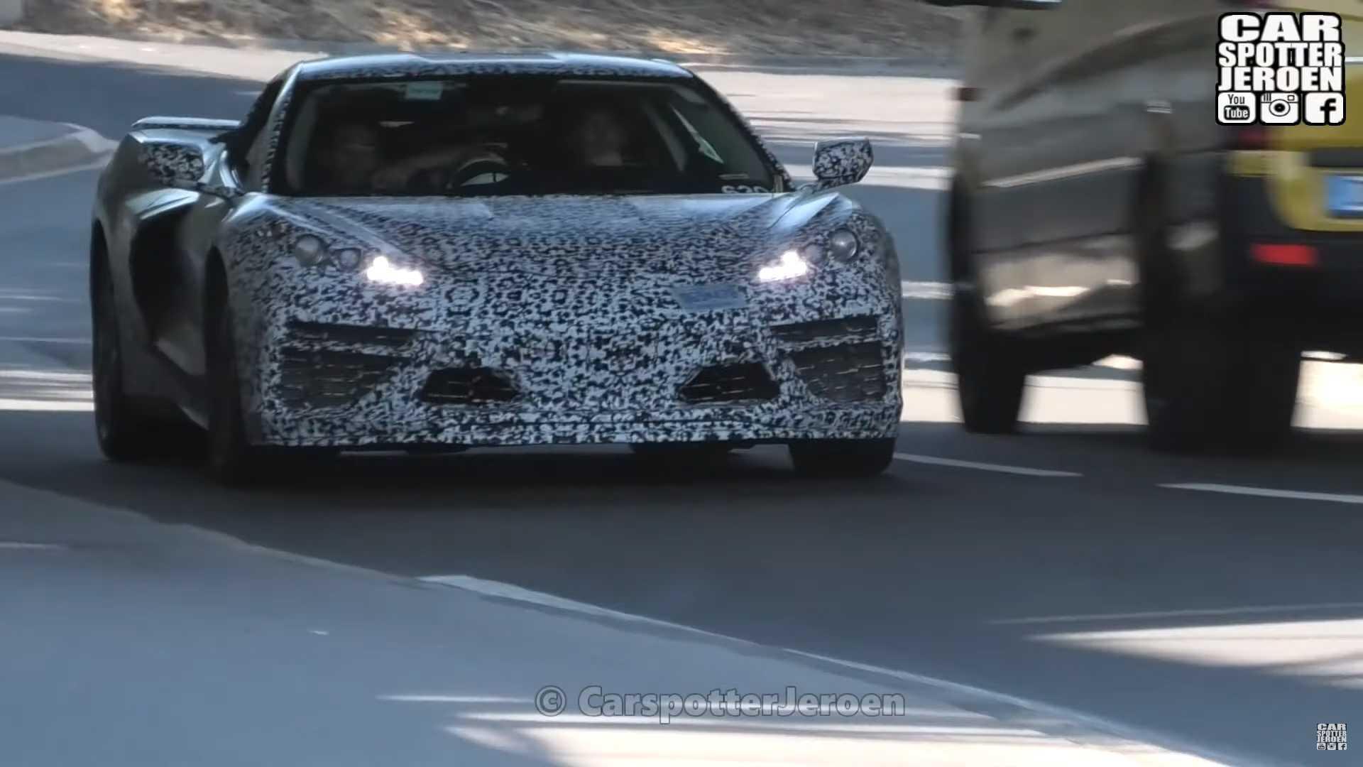 C8 Corvette снова наблюдал, показывая чистые линии под оберткой Camo