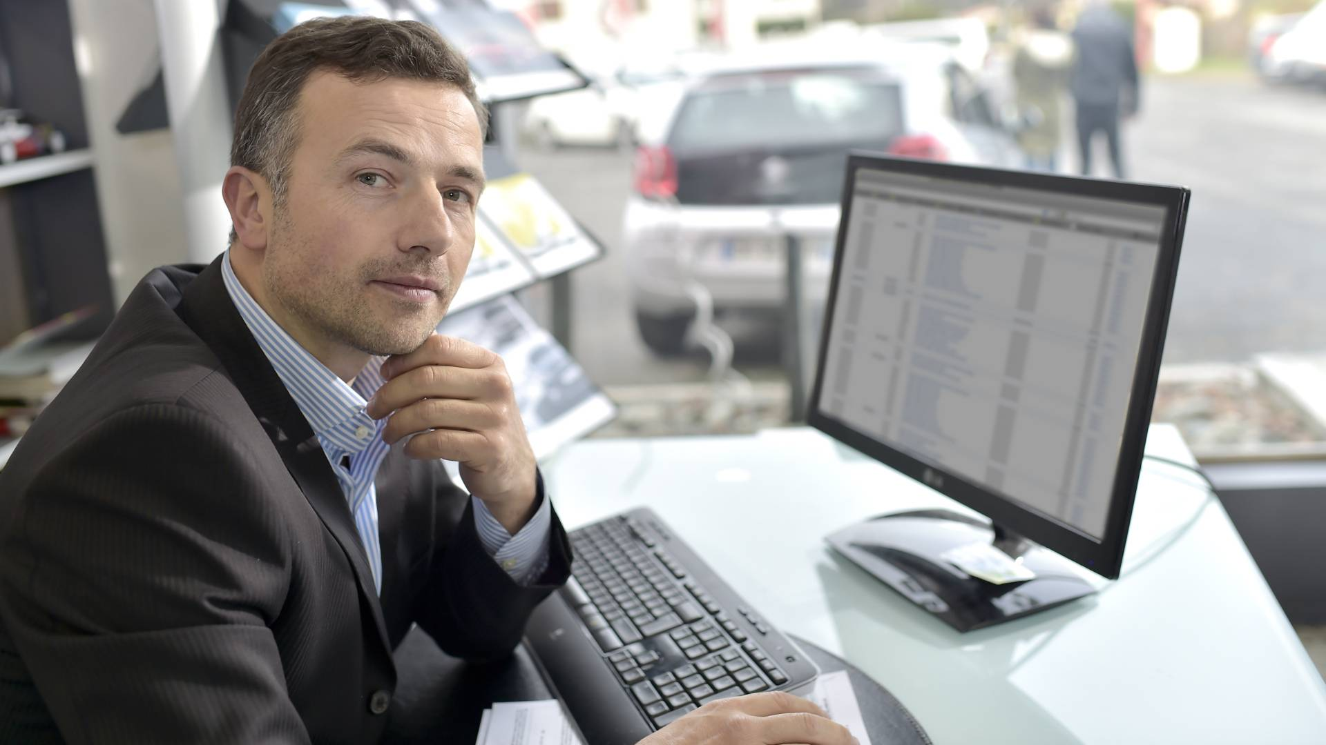 Car dealers ignore half of online sales inquiries, study shows