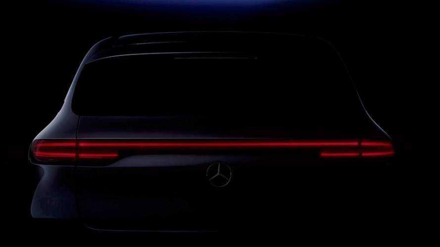 Immár hátulról is szemügyre vehető a Mercedes-Benz EQC
