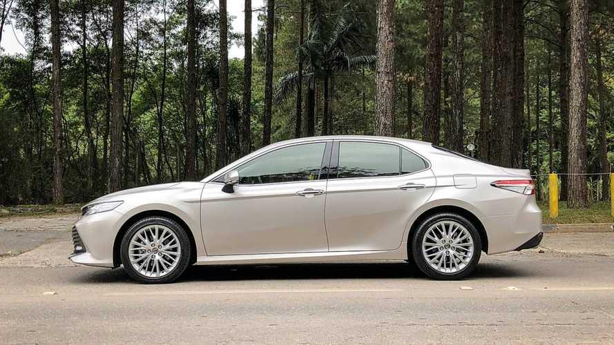 Toyota Camry XLE 2018 (teste BR)