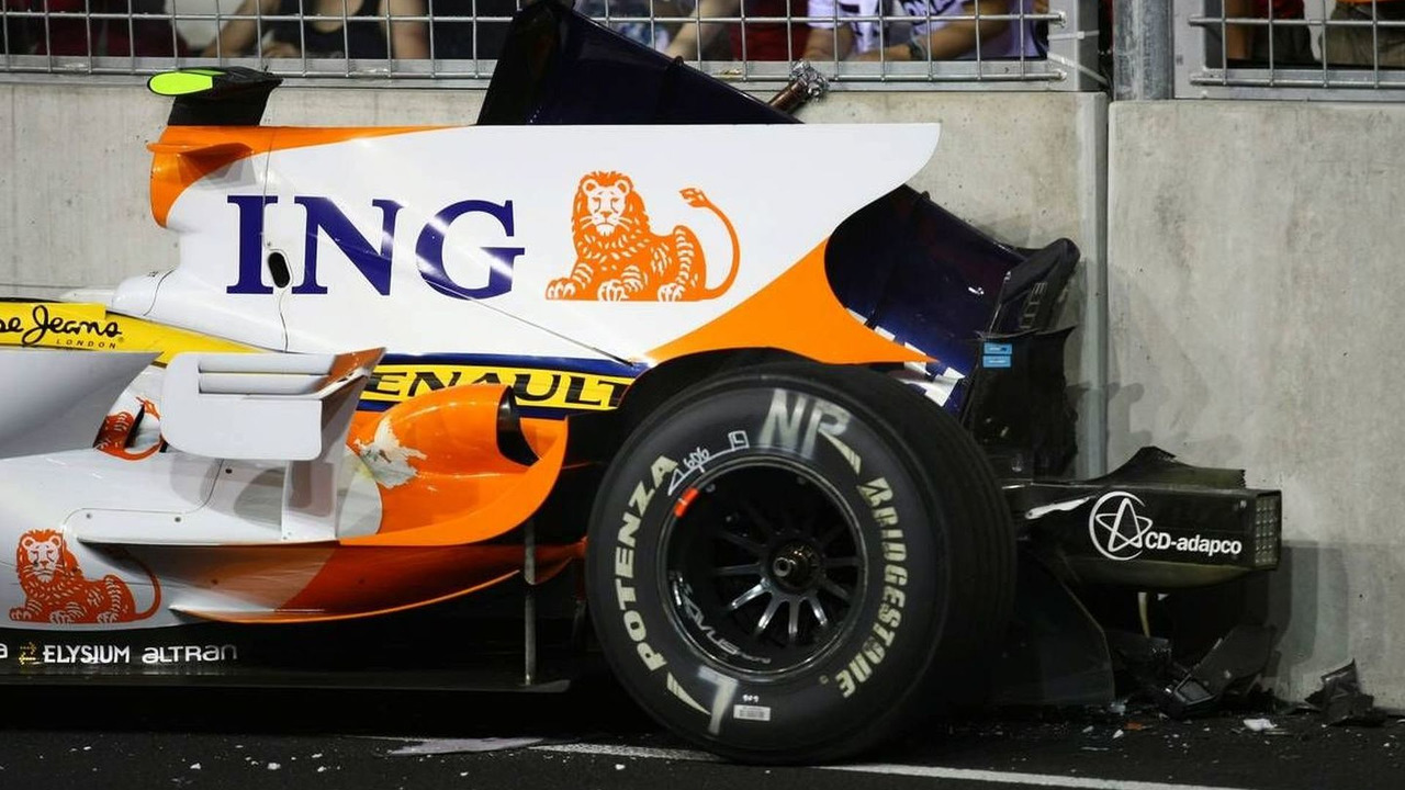 Nelson Piquet Jr (BRA), crash, Singapore Grand Prix 28.09.2008