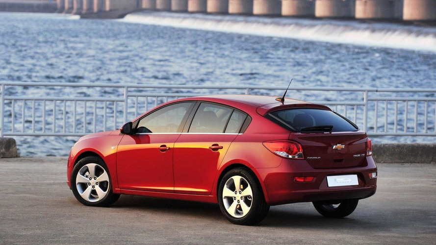 Chevrolet Cruze hatchback production version revealed