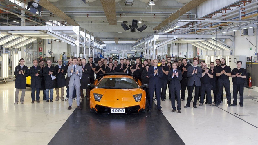 Parade of iconic Lamborghini V12 cars commemorate the end of Murciélago production [video]