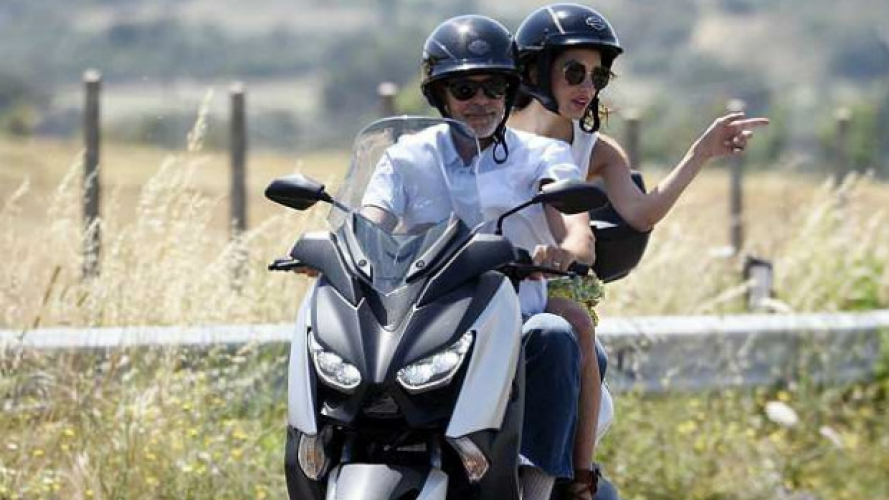 Incidente in scooter per George Clooney, investito in Sardegna