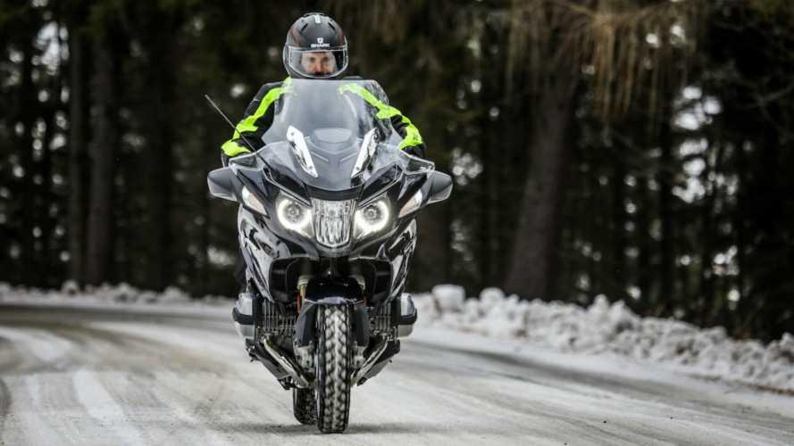 Inverno in moto: anche con le gomme invernali non si può uscire se nevica