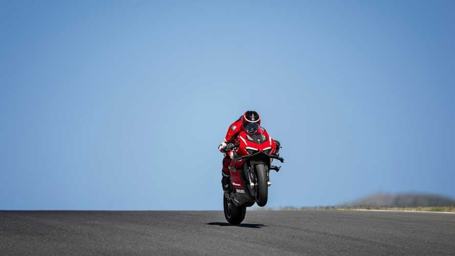 Ducati Superleggera V4: hotlap da 307 km/h a Portimao [VIDEO]