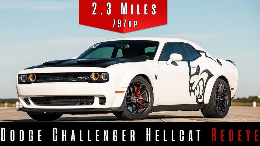 Challenger Hellcat Redeye Beats Airplane In 191-MPH Top Speed Run