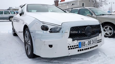 Mercedes-Benz E-Class Convertible spied trying to keep warm