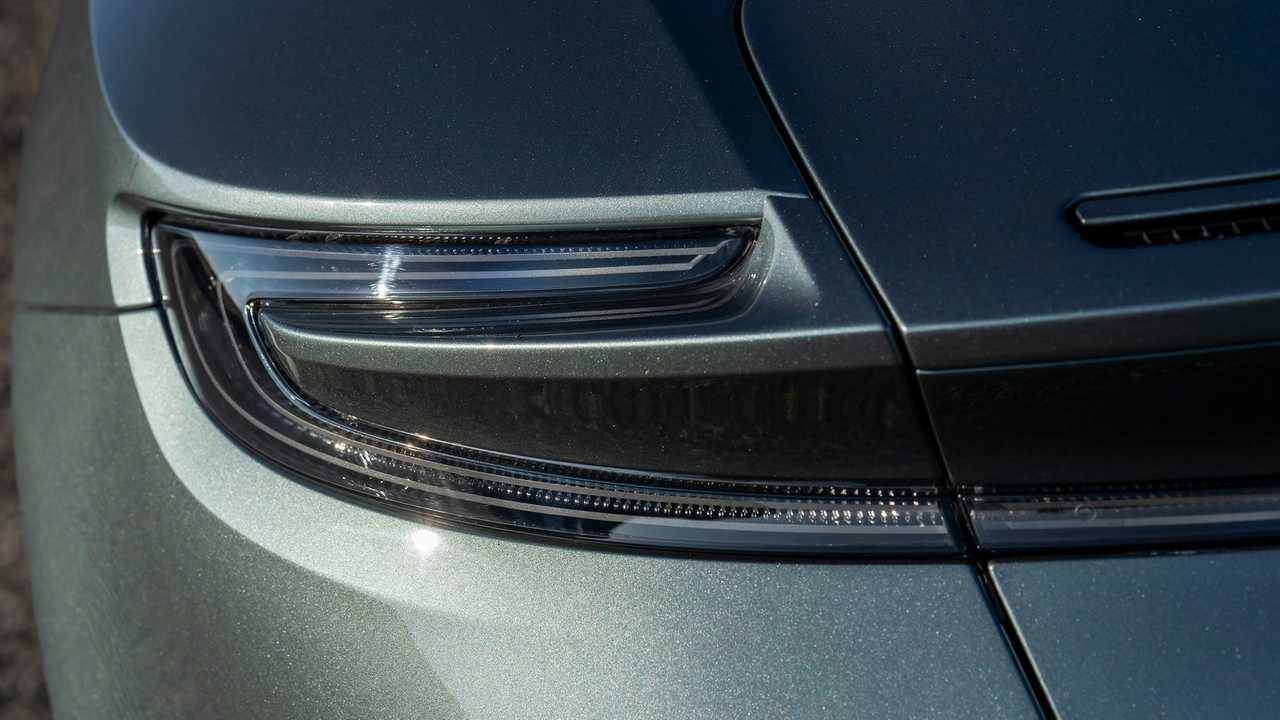 Aston Martin DB11 - окраска Q Exclusive