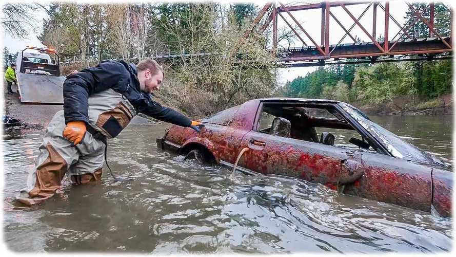 Найденная на дне реки Mazda RX-7