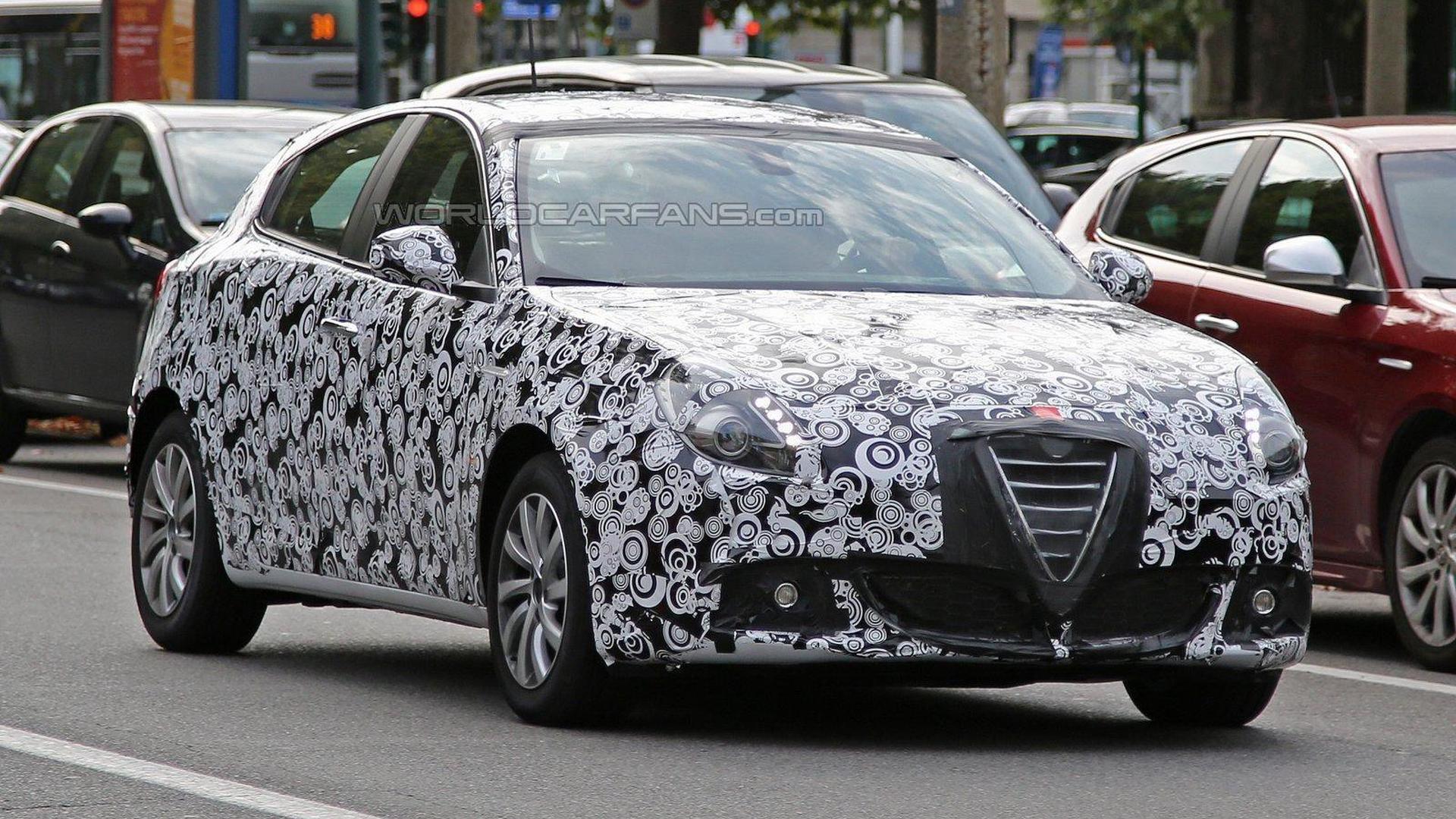 Alfa Romeo Giulietta facelift spied in Italy