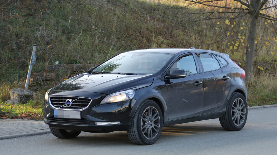 2017 Volvo XC40 mule spied