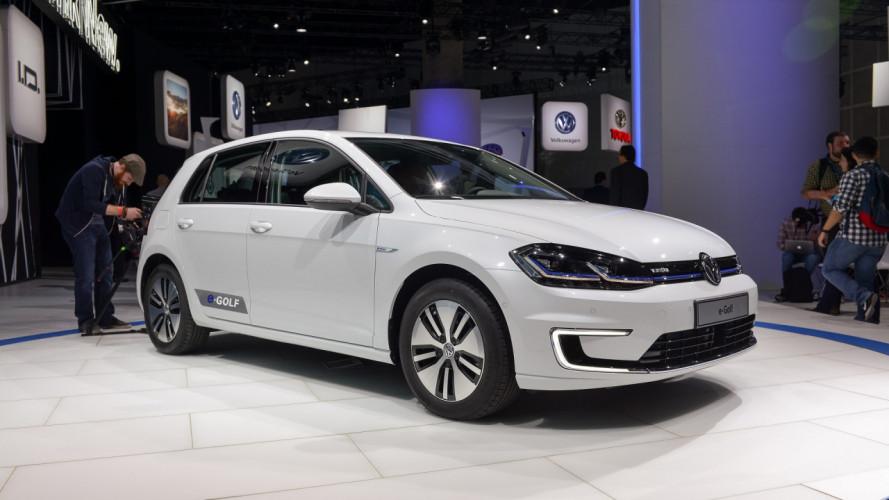 Volkswagen taglia il prezzo della Golf elettrica: si parte da 28.900 €