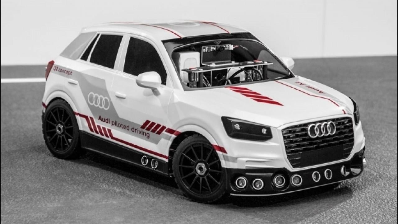 [Copertina] - Audi Q2, ecco il modellino che guida da solo
