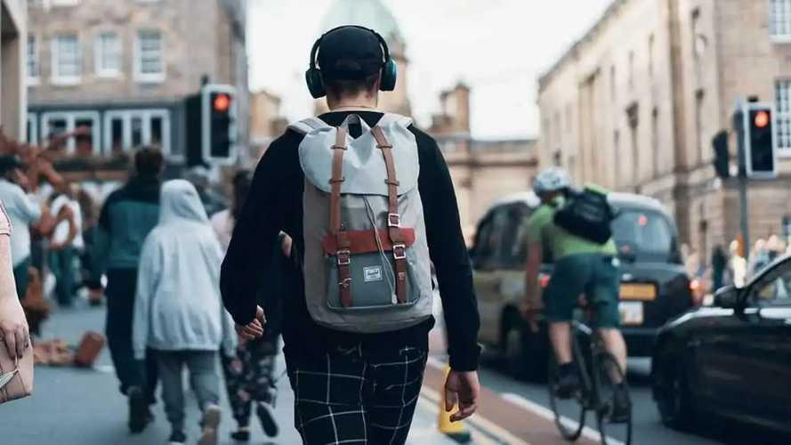 Une étude pointe les dangers des écouteurs utilisés dans la rue