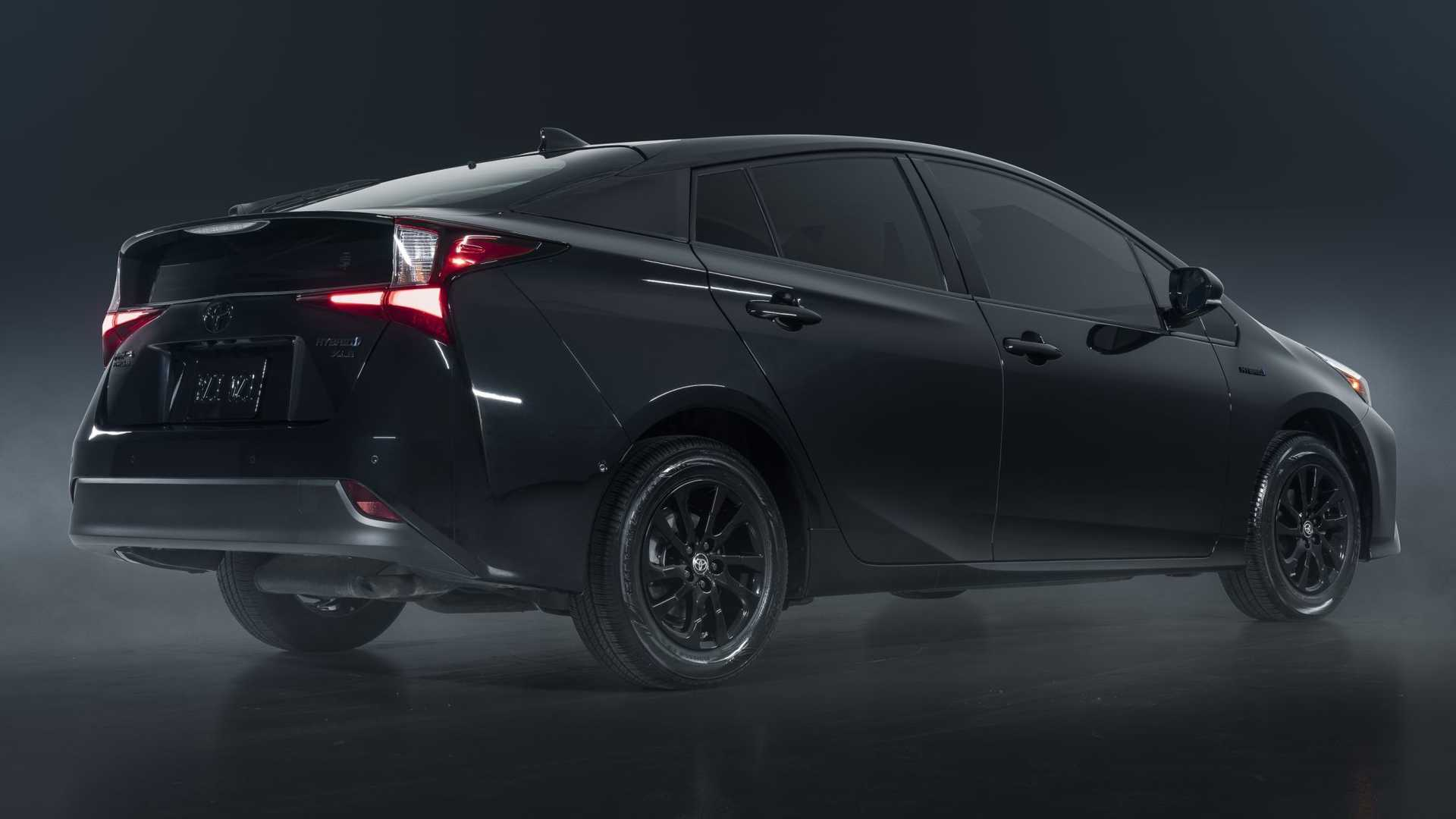 https://cdn.motor1.com/images/mgl/MBRxp/s6/2022-toyota-prius-nightshade-special-edition-rear-angle.jpg