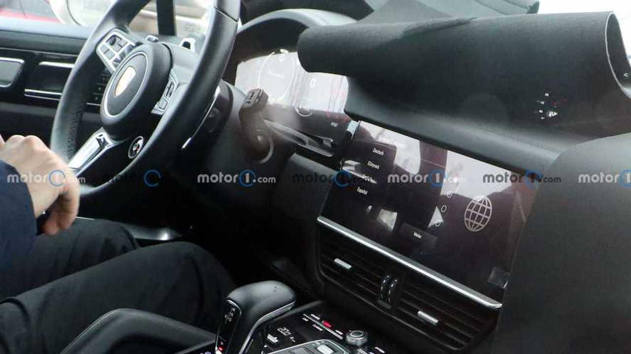 Porsche Cayenne facelift nuova foto spia (interno)