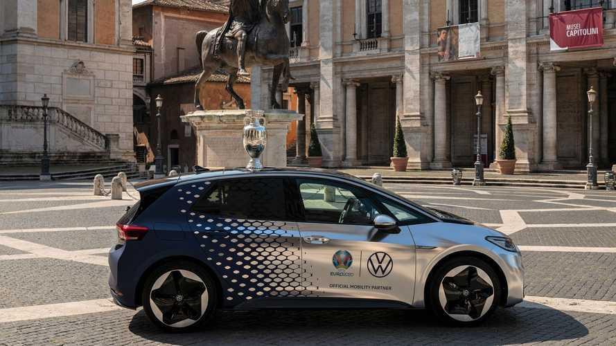 Il Trofeo UEFA EURO viaggerà a bordo della Volkswagen ID.3