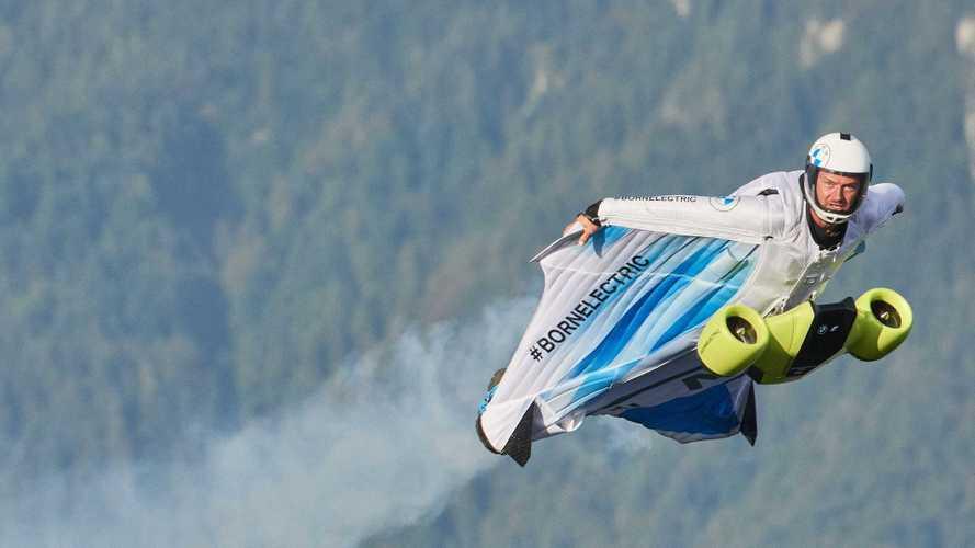 Une combinaison à ailes électrique de BMW pour voler à 300 km/h