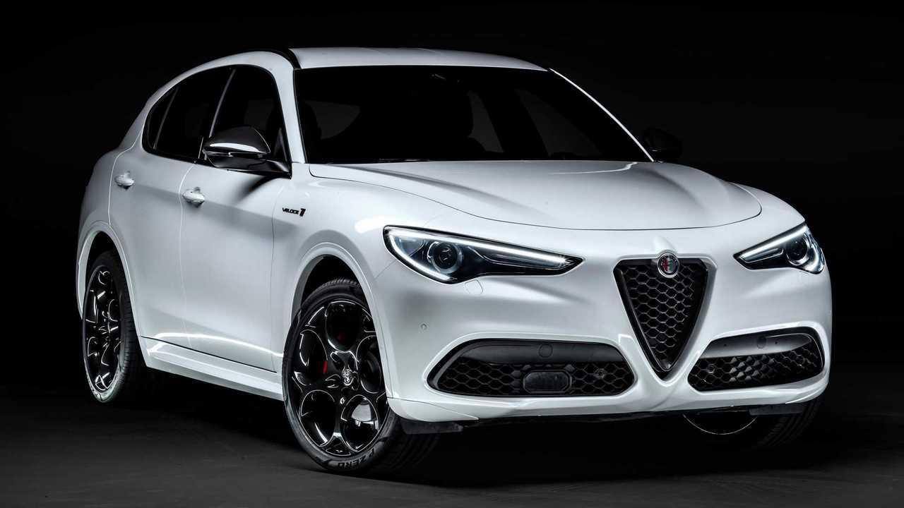 2021 Alfa Romeo Stelvio Ti (exterior)