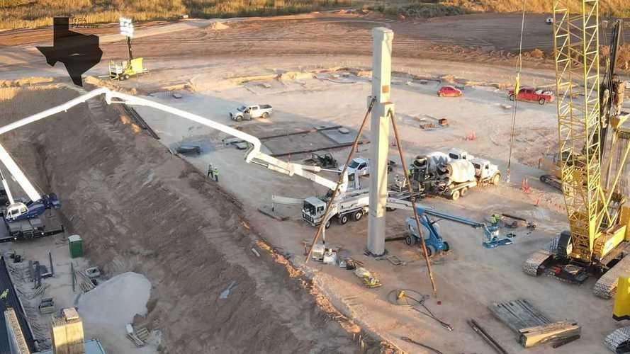 "Tesla Giga Austin: First Concrete Column Emerges At The ""Big Pit"""