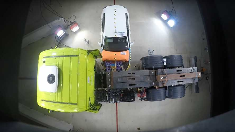 Scania: i crash test sui camion elettrici