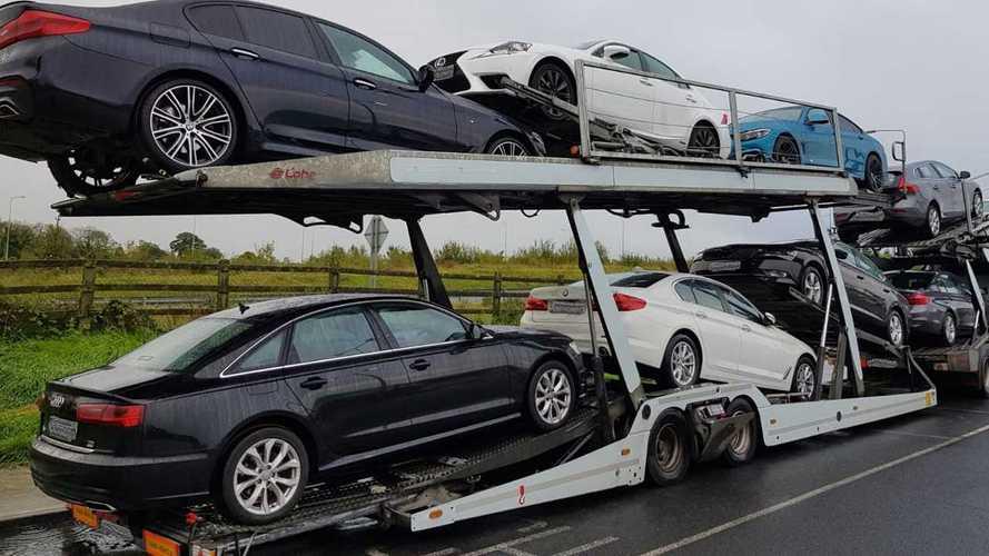 Rengeteg autót foglaltak le egy pénzmosással kapcsolatos nyomozás folyamán Nagy-Britanniában