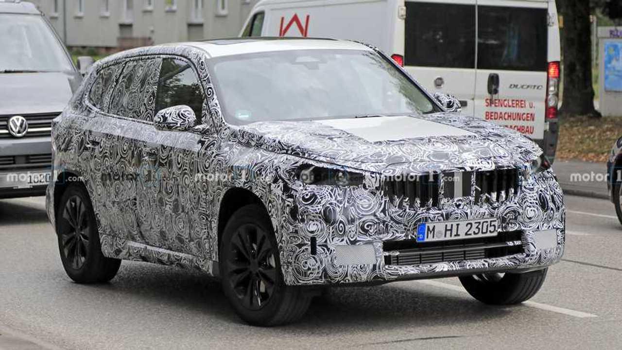 2022 BMW X1 yeni casus fotoğraf