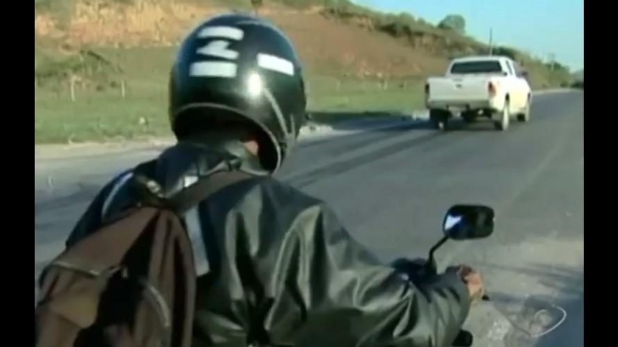 Vídeo: motociclista fala sobre cruzamento perigoso e bate moto logo em seguida