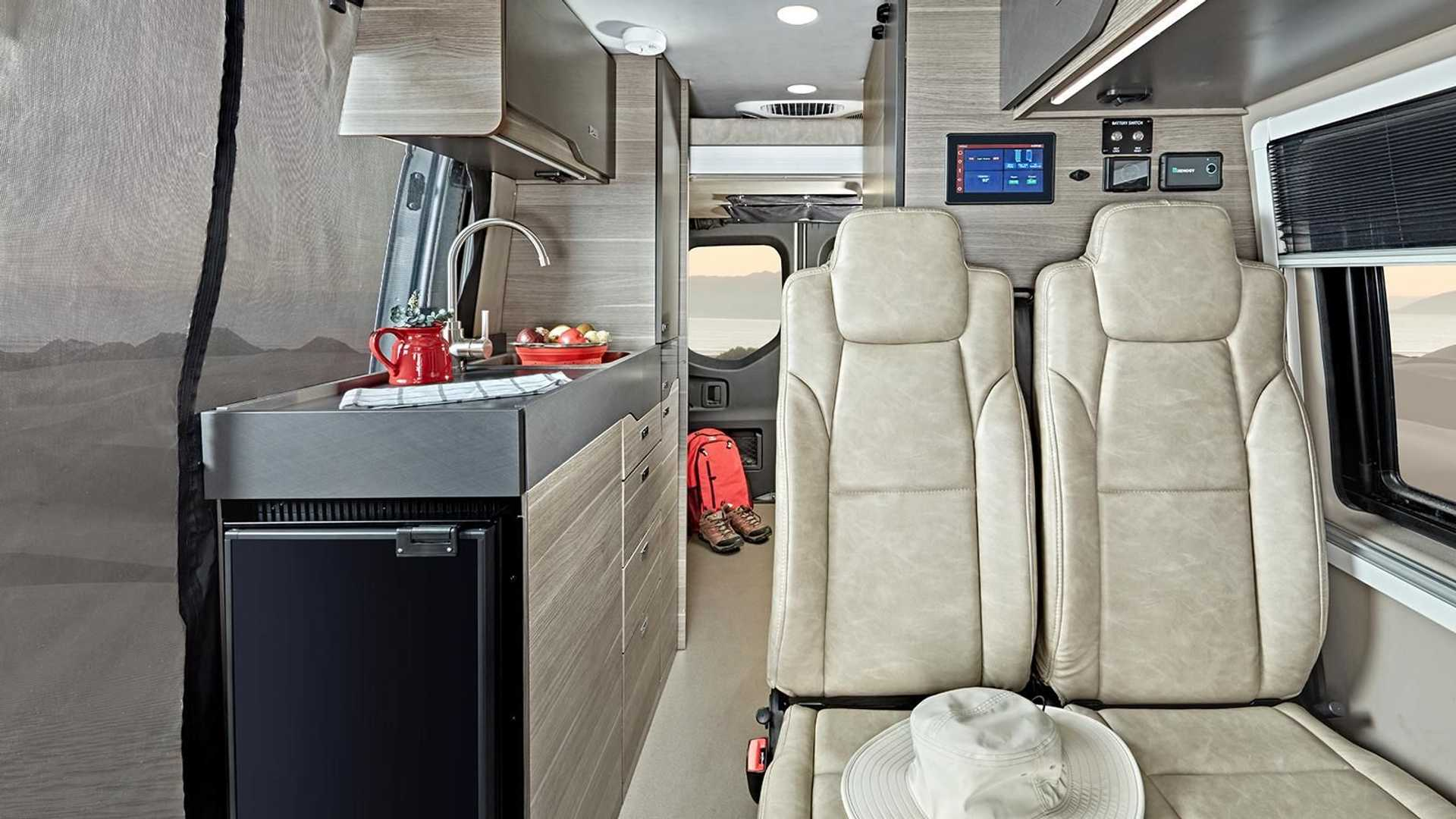 2022 Cocina interior Jayco Terrain Sprinter 4x4