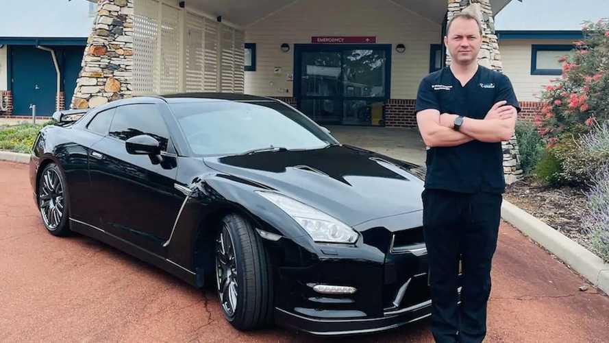 طبيب أسترالي يستخدم سيارة نيسان جي تي-آر الخاصة به لخدمة المرضى