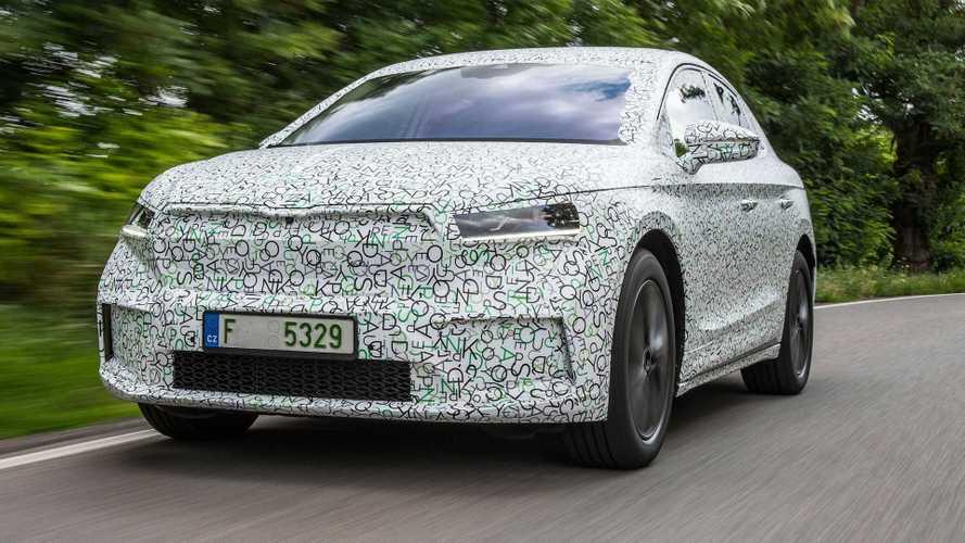 Skoda Enyaq Coupe iV kamuflajını hayli sevmiş gözüküyor