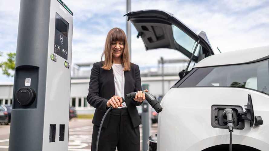 Le auto elettriche raddoppiano in Italia (in 9 mesi): ora sono 200.000