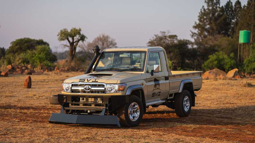 SVI, nuova pala antisommossa per Toyota Land Cruiser 79