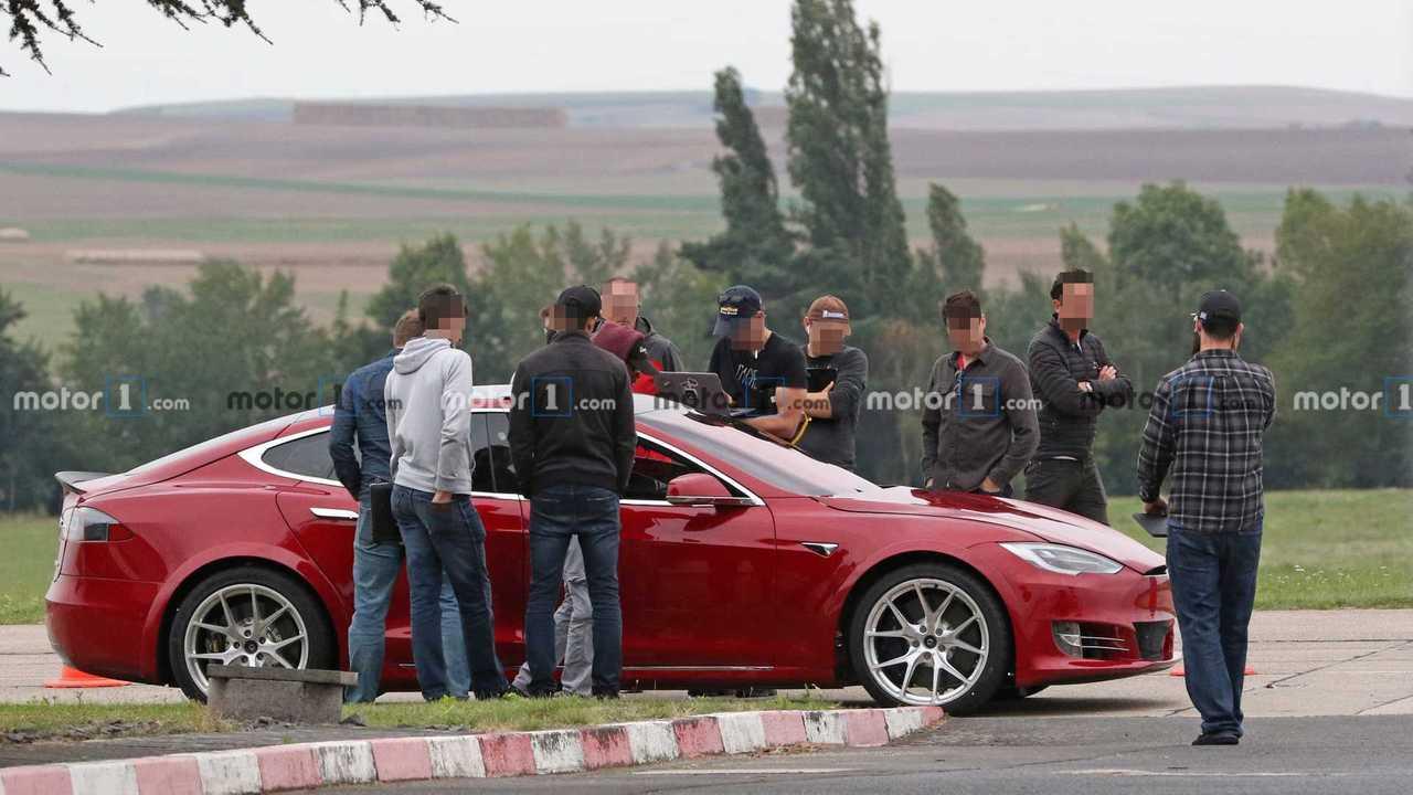Tesla Model S Foto spia di Nurburgring