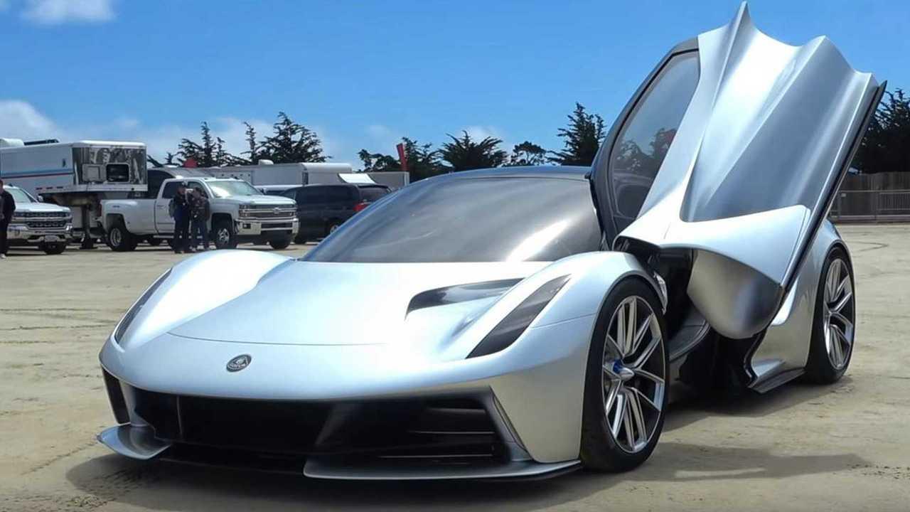 Lotus Evija, la prima guida in un parcheggio
