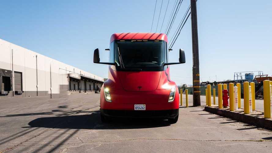 2021-re csúsztatta a Tesla az első Semik kiszállítását