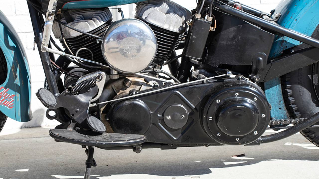 <strong>Mounting the carburetor on the same side that the motorcycle leans when on the kickstand often leads to fuel leaks in the parking lot.</strong>