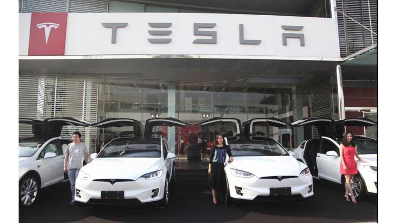 In Emergency, Here's How To Manually Open Tesla Model X Falcon Wing Door