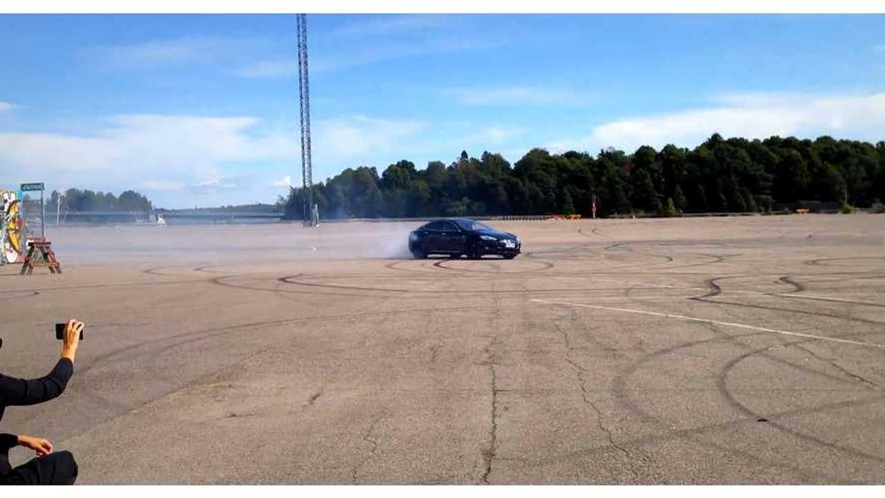 Tesla Model S - Drifting - 4WheelsofLux