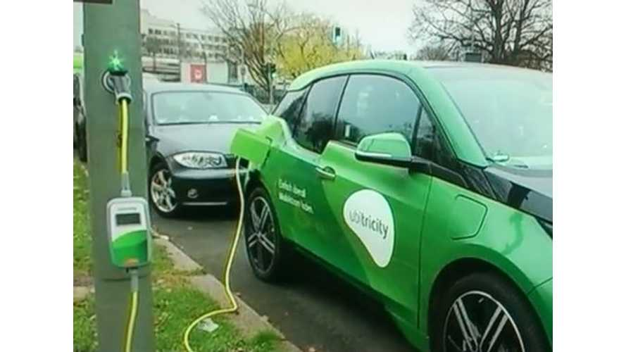 Electric Cars Charge From Street Lights In Germany - Video