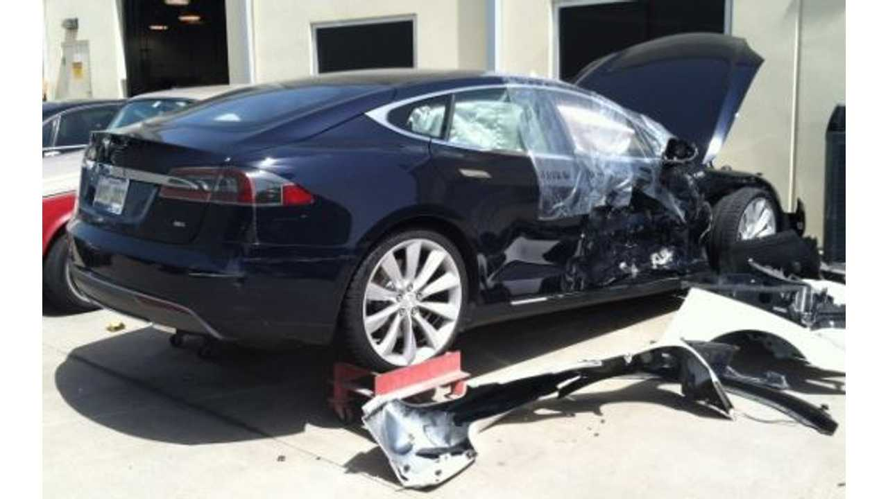 This Model S Looks a Bit Beat Up, But The Occupants Weren't Seriously Injured