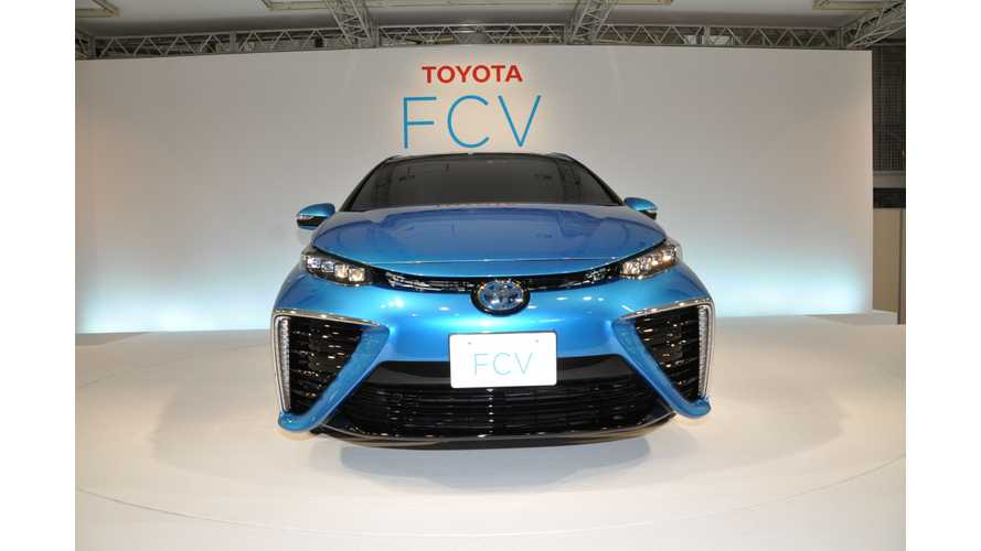 Toyota Fuel Cell Sedan Makes US Debut Today