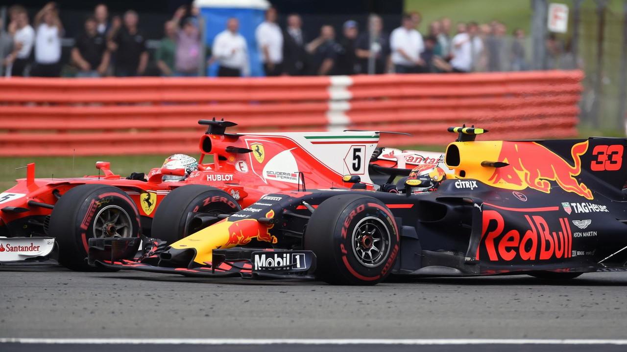 Sebastian Vettel, a Ferrari SF70H és Max Verstappen, a Red Bull Racing RB13