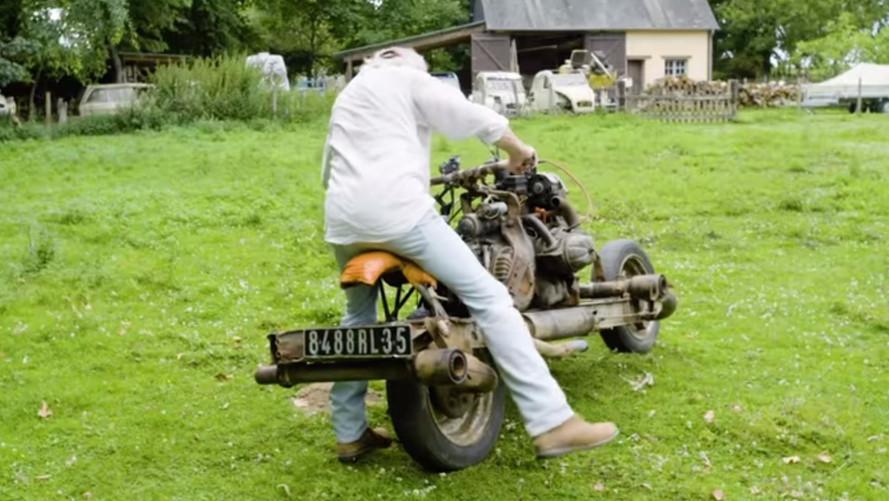 une citro u00ebn 2 cv transform u00e9e en moto dans le d u00e9sert