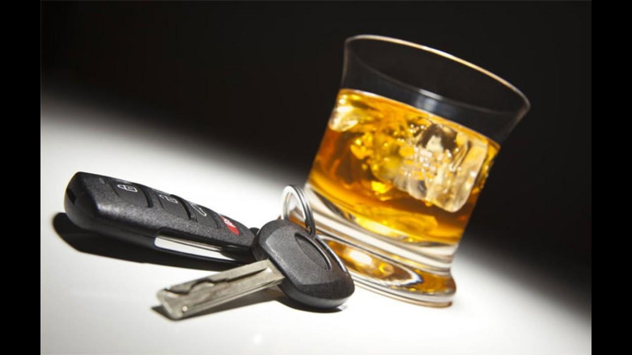 Arrependido: motorista embriagado para no acostamento e liga para a polícia